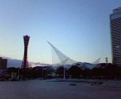 京都タワーと神戸海洋博物館